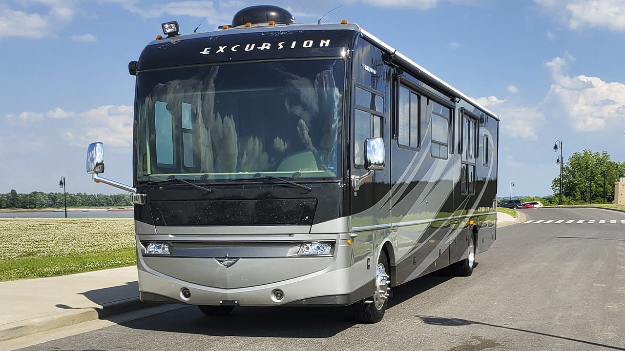 Photo Used 2008 Fleetwood Class A RV  $85500