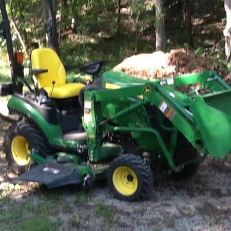 Photo john deere 1025r 4x4 diesel 116 hrs - $13000 (WATERLOO)
