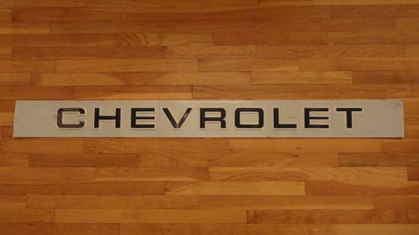 Photo 1988-1997 Chevy Truck Rear Tailgate Moulding - $80 (Hopewell Junction)