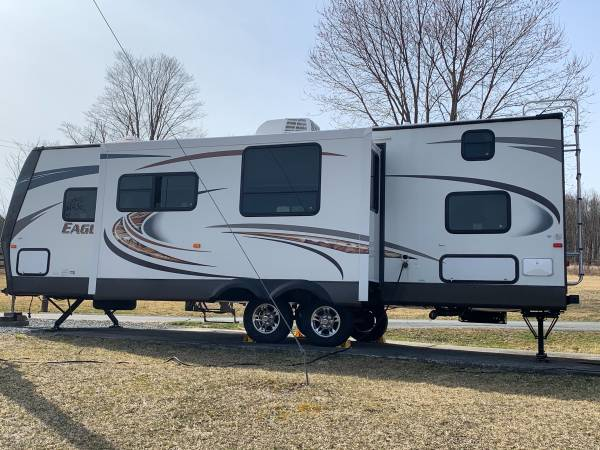 Photo 2014 Jayco Eagle travel trailer - $21,000 (Swan Lake)