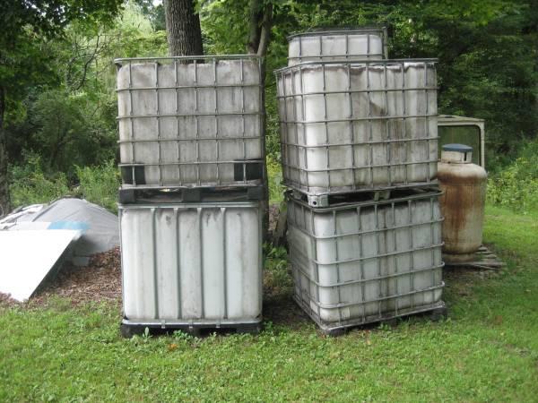 Photo 350 and 300 gallon totes - $60 (Jeffersonville)