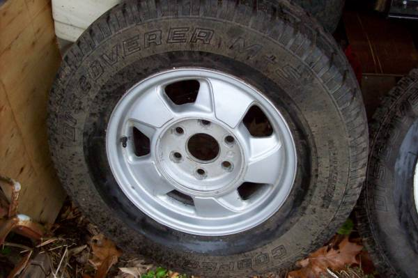 Photo 4 6 Lug 16quot Chevy  Gmc Wheels with Cooper MS Tires - $250 (Round Top 12473)
