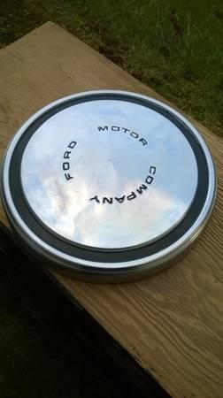 Photo 77 Ford Motor Company Dog Dish Poverty hub cap - $20 (Valhalla)
