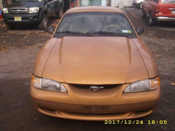 Photo 97 Mustang nice shape - $1500 (DELHI)