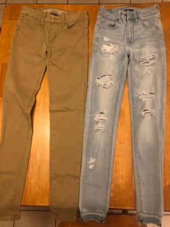 Photo American EagleHollister Girls jeans - $10 (Near HVCC)