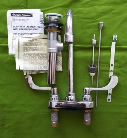 Photo American Standard Monterrey 4 inch Centerset 2-Handle Bathroom Faucet - $60 (Hudson ny)