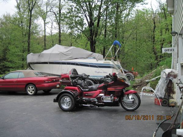 Photo HONDA GOLDWING 1987 1500 WITH TRIKE KIT - $6,900 (Poconos, PA)