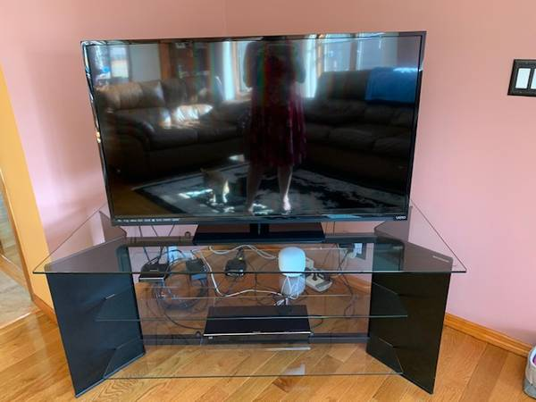 Photo Large steel glass TV entertainment stand Made in Italy Bell39oggetti - $100 (white lake)