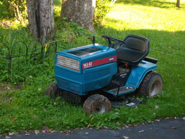 Photo MTD Agway 42 Cat Tractor Sale For Parts - $100 (Fremont Center NY)