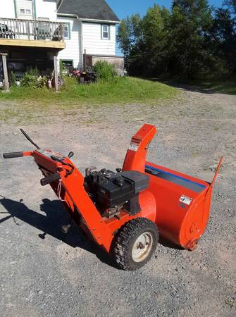 Photo Simplicity 34 in Cut self-propelled two stage snowblower with electric start and - $350 (Liberty ny)