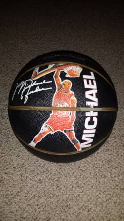 Photo VINTAGE MICHAEL JORDAN WILSON SLAM DUNK BASKETBALL - $40 (Springfield)