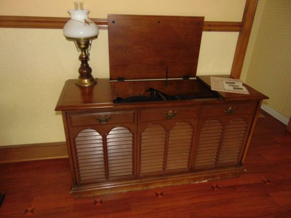 Photo Vintage Console Stereo and Record Player - $185 (Schenectady  Guilderland)
