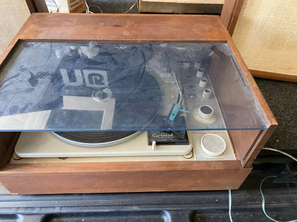 Photo Vintage KLH Model 20 Stereo and Speakers - $115 (DURHAM)