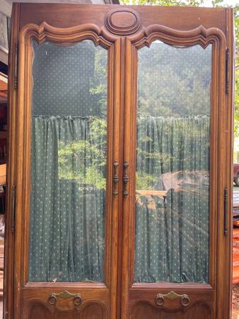 Photo Vintage wide glass front wood hutch china cabinet (Windham)