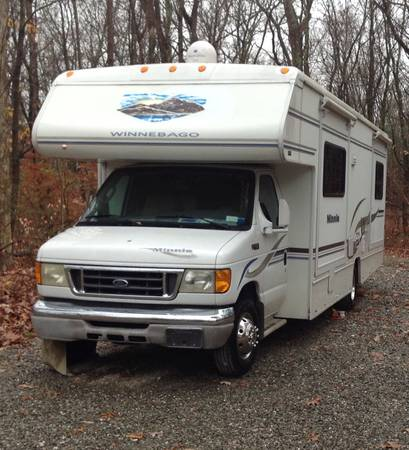 Photo Winnebago Minni 2004 WF329B - $33,900 (Millbrook)