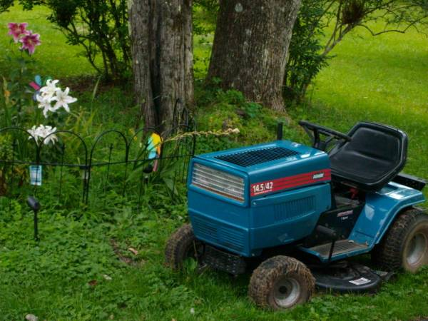 Photo Yard Machines MTD Agway Tractor 14.542 cat Sale for Parts - $100 (Fremont Center ,NY Sullivan Country)