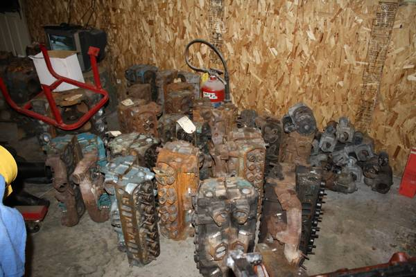 Photo 14 sets of Pontiac heads date coded in the 7039s - $900 (Cedar Rapids)