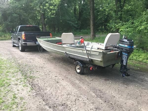 Photo 16 foot, extra wide  deep Lowe Jon boat25hp Mercury - $1 (Belle Plaine)