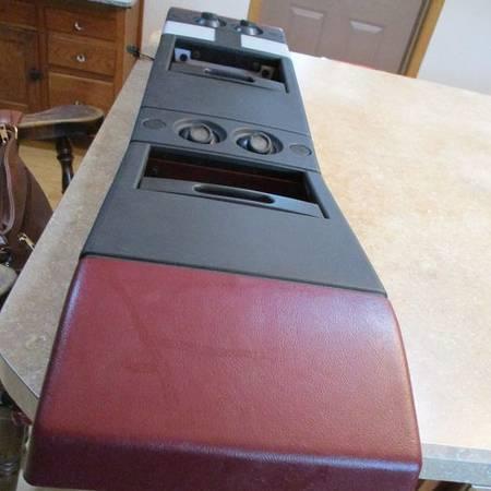 Photo 1987-1991 Chevy Suburban Overhead Console Storage Compartment (red) w - $50 (Garnavillo, Iowa)