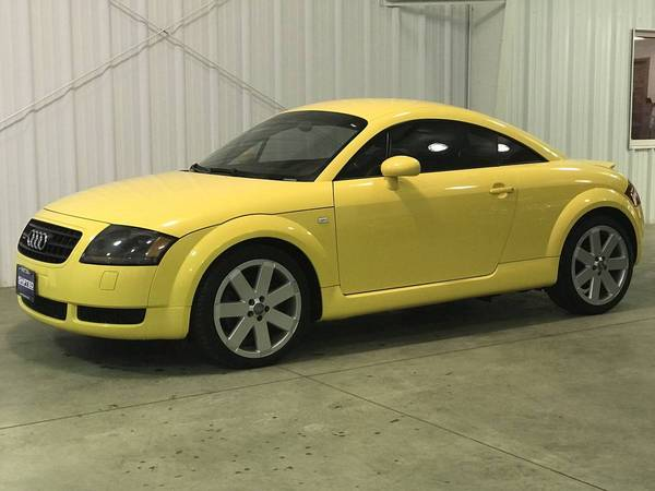 Photo 2004 Audi TT - 6-Speed Manual with Service Records - $7688 (La Crescent)