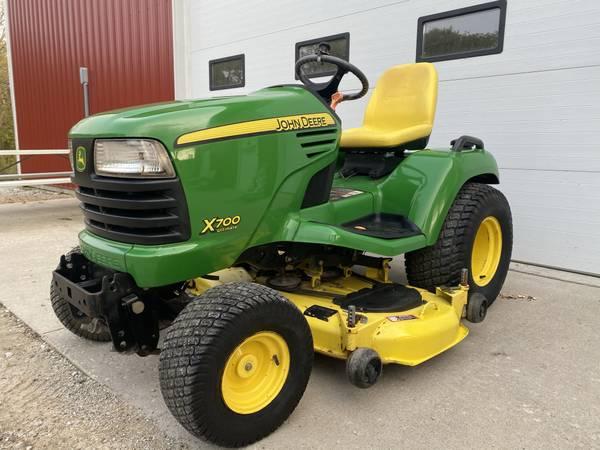 Photo 2006 John Deere X700 garden tractor 54quot deck 901 hours - $4,899 (shueyville)
