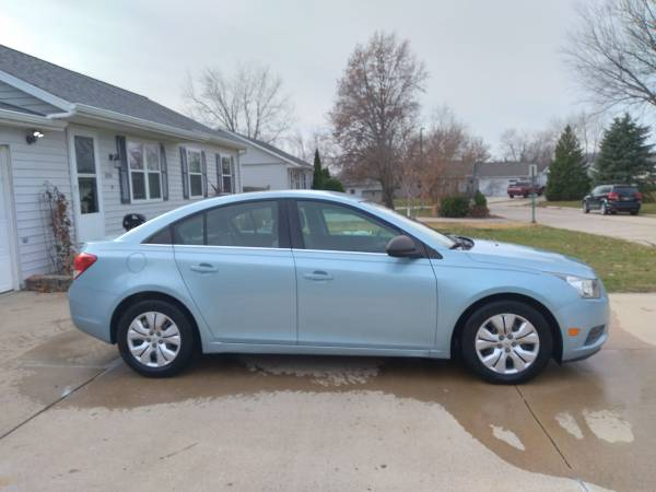Photo 2012 Chevy Cruze - Clean and Well Maintained - $5,000 (Cedar Rapids)
