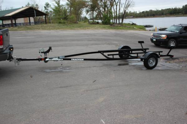 Photo 2014 Tracker Trailstar boat trailer for a 16-20 boat. - $750 (Marion, IA)
