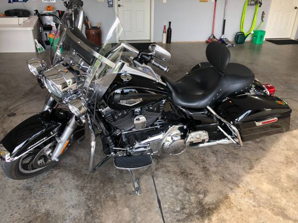 Photo 2016 Harley RoadKing - $12,490 (Asbury)