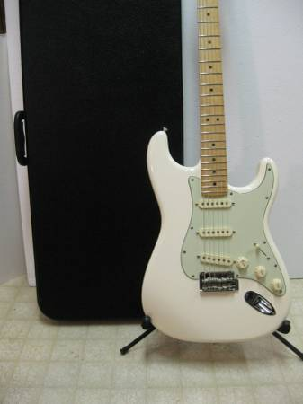 Photo 2018 Fender DELUXE ROADHOUSE Stratocaster MIM Olympic White wHSCase - $595
