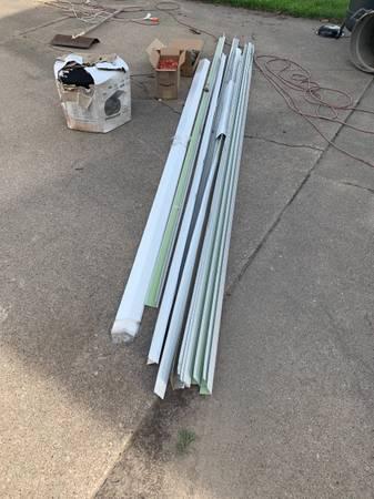 Photo 20 pieces 2-34quot x 1quot x 1039 Style-C White Steel Roof Edging - $50 (Cedar Rapids)