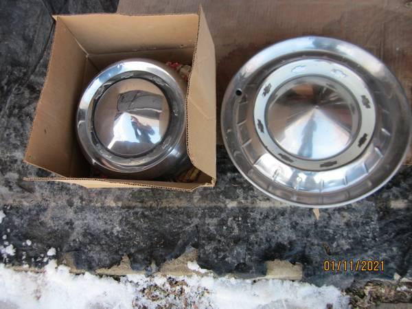 Photo 55 Chevy Hub Caps - $10 (Cedar Rapids)