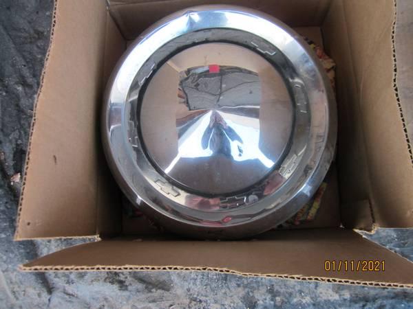 Photo 55 Chevy Hub Caps - $50 (Cedar Rapids)