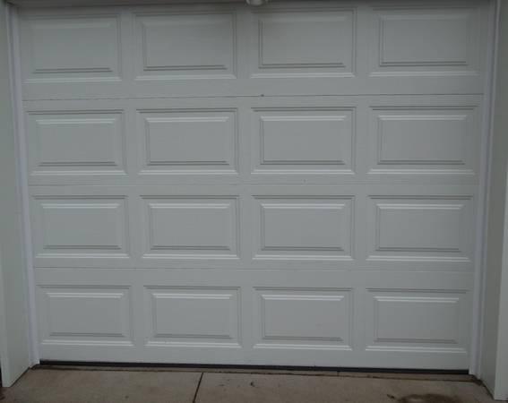 Photo 839 wide white steel insulated garage door like new - $275 (Linn County near Hiawatha)