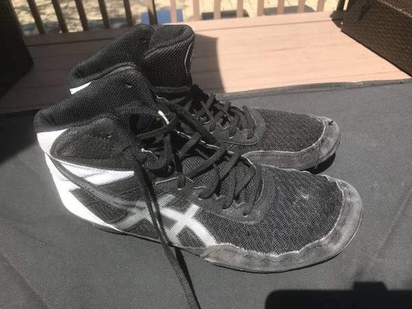 Photo ASICS Men39s Matflex 6 Wrestling Shoes - $15 (Cedar Rapids)