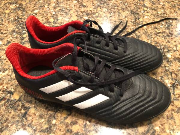 Photo Adidas Predator Indoor Turf Soccer Cleats Shoes Mens size 8 - $25 (NE Cedar Rapids)