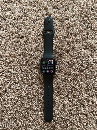 Photo Apple Watch Series 4 - $250 (Central City)