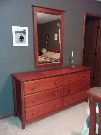 Photo Bedroom furniture - $300 (Central City)