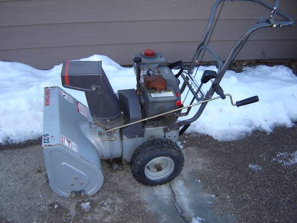 Photo Craftsman Snow Blower - $100 (CEDAR RAPIDS)