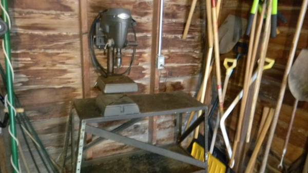 Photo Craftsman drill press - $75 (CEDAR RAPIDS)