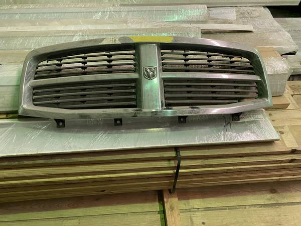 Photo Dodge Ram grill - $60 (Manchester)