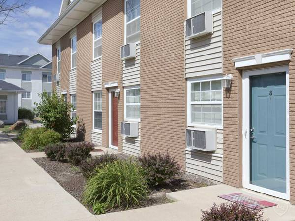 Photo Dreaming of Your Summer Move In... $100 off monthly rent (The Pointe at Cedar Rapids)