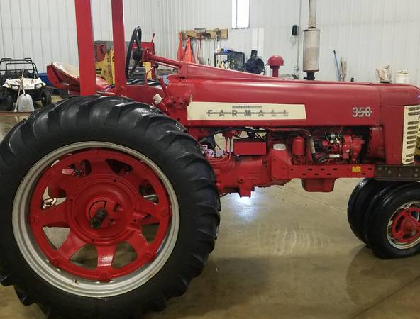 Photo Farmall 350 Tractor 5092 hrs - $4000 (Monticello)