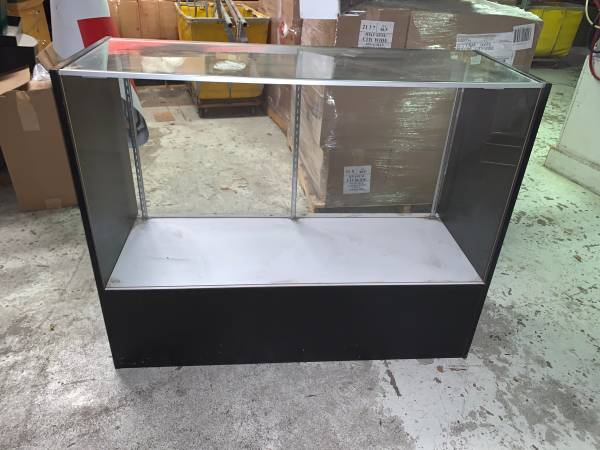 Photo Glass front display case - $150 (Cedar Rapids)