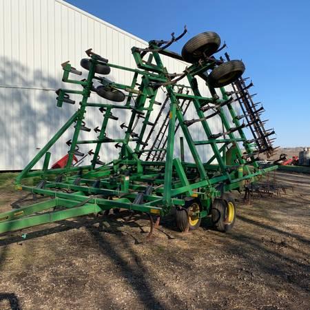 Photo John Deere 960 Series Drawn Field Cultivator - $8,350 (Ely, IA)