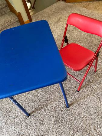 Photo Kids table - $0 (Central City)