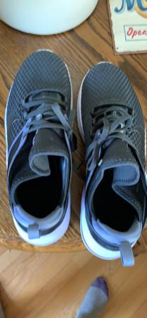 Photo Nike womens shoes size 11 - $25 (ced)