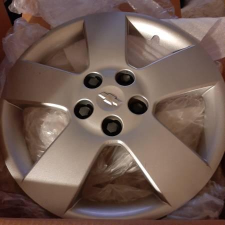 Photo OEM Chevy Hubcap - Wheel Cover fits Malibu  HHR - $20 (Cedar Rapids)