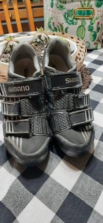 Photo Shimano SPD-SL SH-R151 rod bike cycling shoes size 10 with cleats - $25 (Marion, Iowa)
