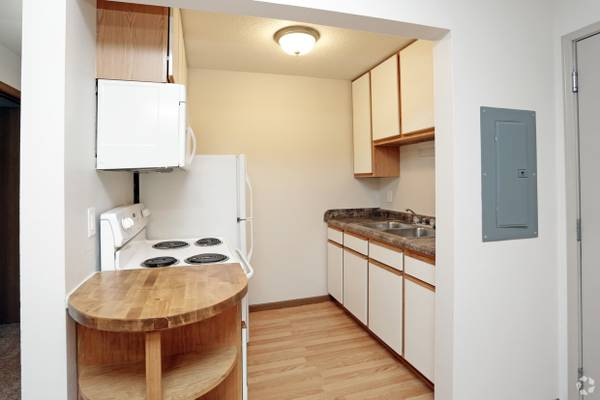 Photo Take advantage of our amazing deal $100 off monthly rent (The Pointe at Cedar Rapids)