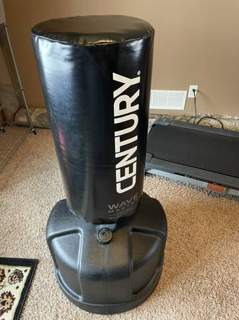 Photo Wavemaster Training Bag, Punching Bag With Stand, Freestanding Floor B - $125 (Cedar Rapids)